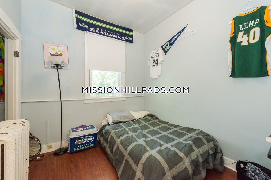 6 Beds 1.5 Baths - Boston - Mission Hill $6,200